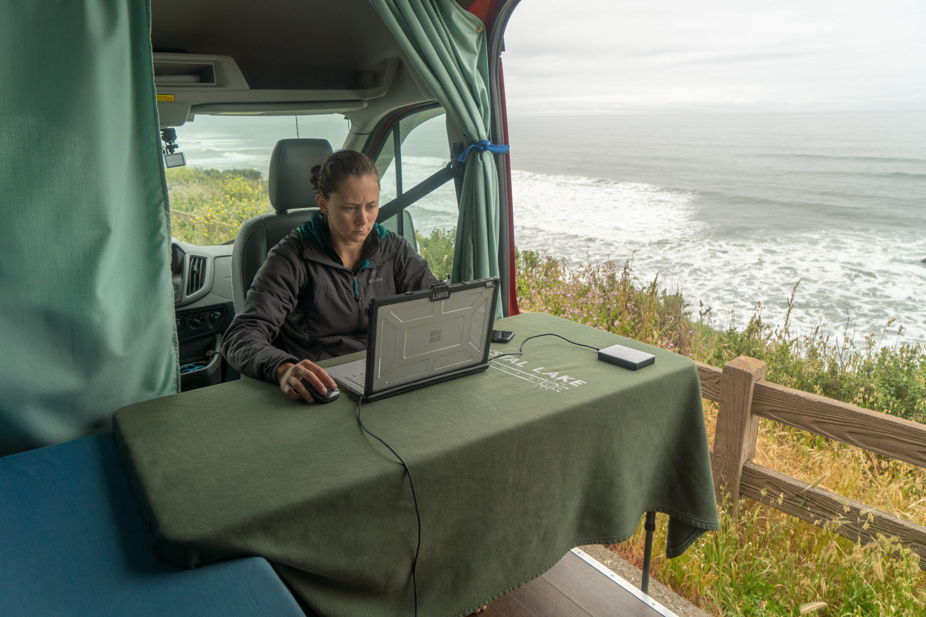 mobile-office-setup-at-beach